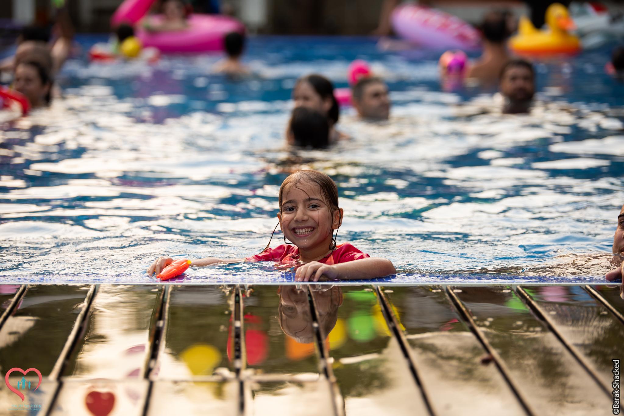 יפית, בת 6 - חלמה על יומולדת בבריכה עם כל המשפחה